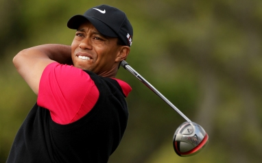 635958135801369409194745272_tiger-woods playing golf pic